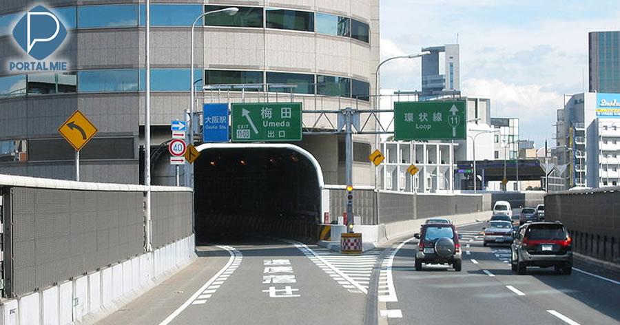 &nbspA rodovia expressa do Japão que passa por dentro de um edifício