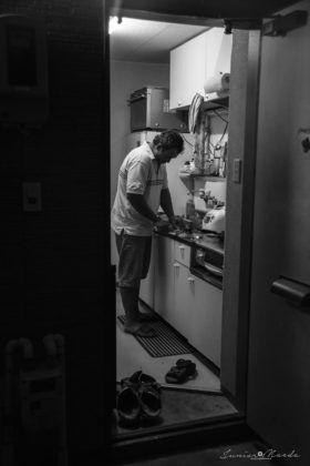 """Cadência da Solidão - """"Em um ritmo frenético, a cadência do preparo de um jantar simples e rápido seguido pelo compasso da fome, com o cansaço e a solidão como plateia!"""""""