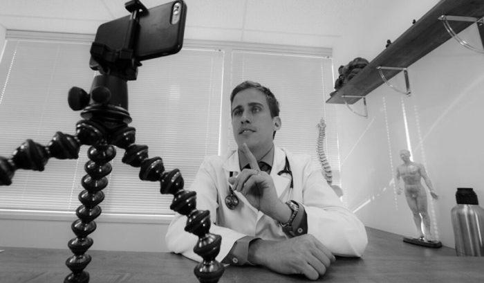 &nbspJuliano Pimentel o médico YouTuber