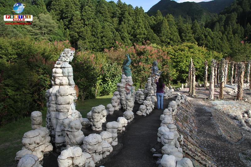 &nbspConheça o Niji no Izumi: o trabalho da vida de um artista em Mie