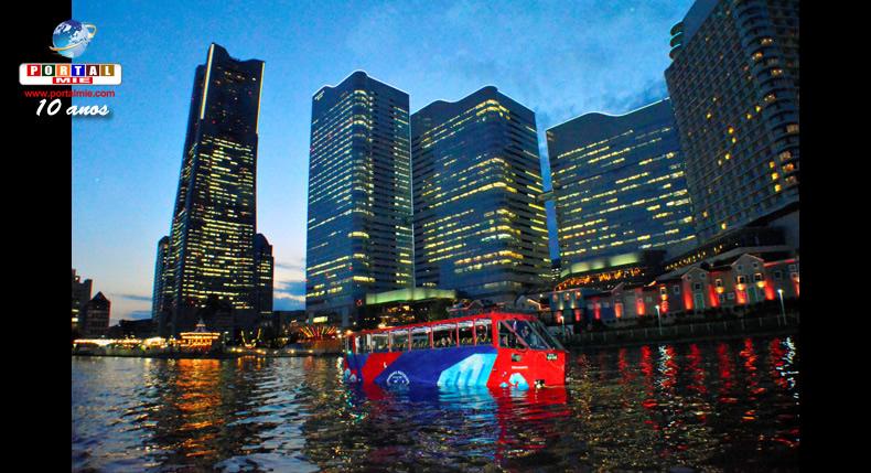 &nbspÔnibus de turismo que opera como um barco oferece passeios noturnos em Yokohama