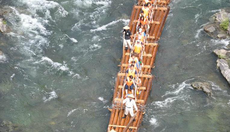&nbspQuer adrenalina sobre as águas? Confira a sugestão de rafting em jangada japonesa (vídeo)