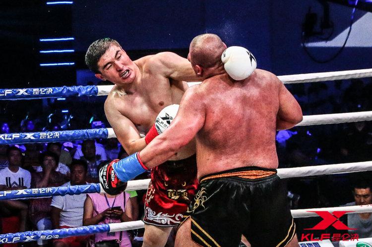 &nbspJairo Kusunoki volta da China com troféu de campeão de importante luta internacional