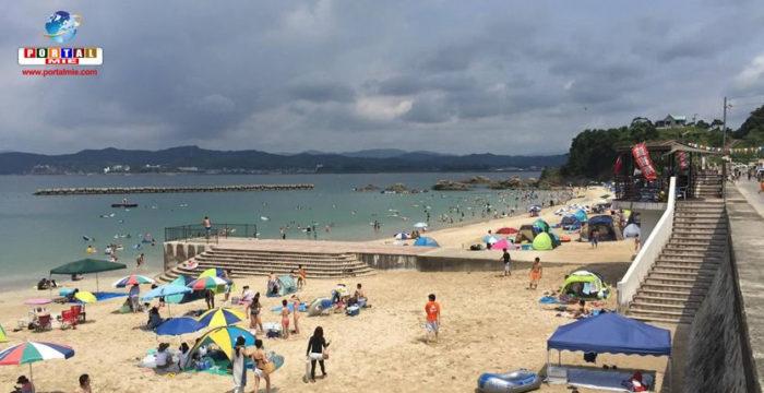 &nbspPraia com bela paisagem e águas cristalinas: Goza Shirahama em Mie