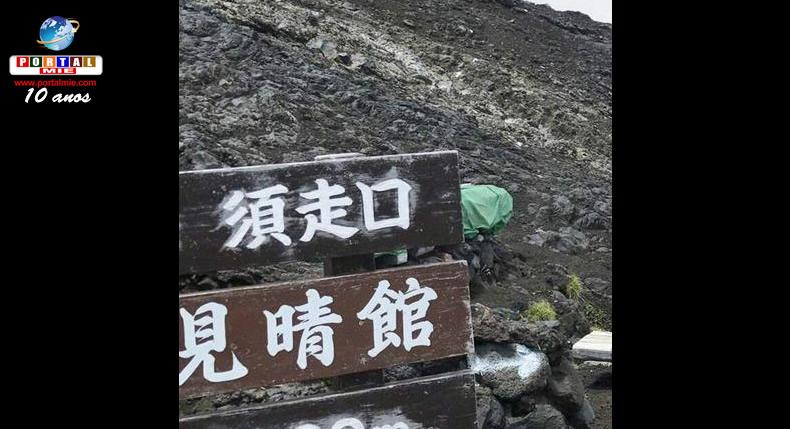 &nbspSinalizações indicando rotas erradas e perigosas aparecem no Monte Fuji