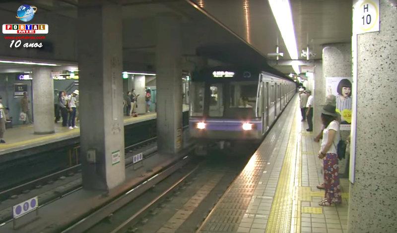 &nbspMilagre: vagões do metrô passam sobre a mulher e ela se salva