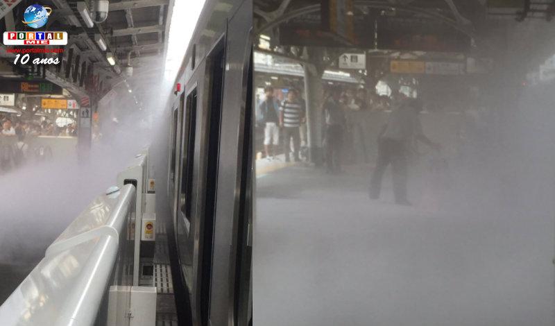 &nbspBolsa de estudante solta fumaça dentro do trem