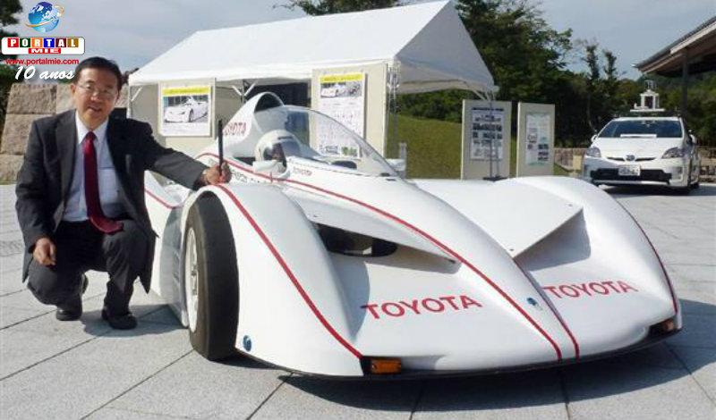 &nbspCarro da Toyota muda a posição das rodas dianteiras enquanto dirige