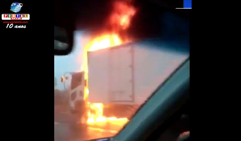 &nbspFogo destrói caminhão na rodovia 22 em Aichi