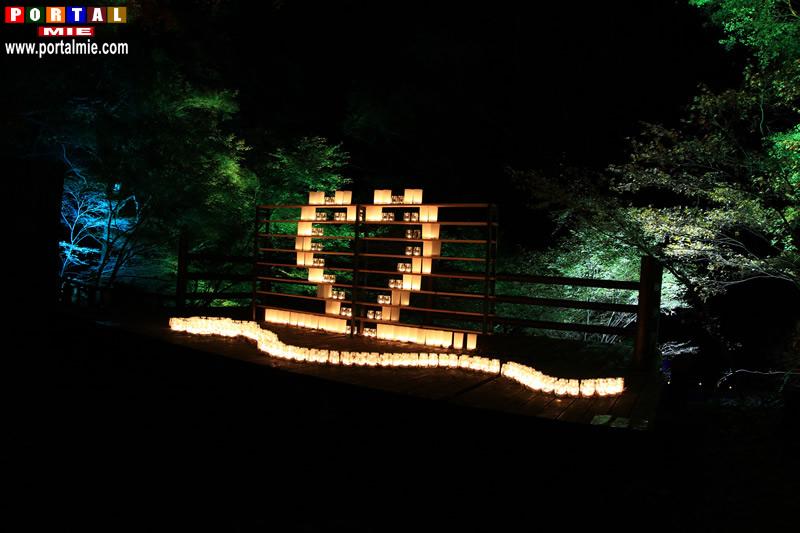 &nbspIluminação de outono nas cachoeiras de Akame em Mie