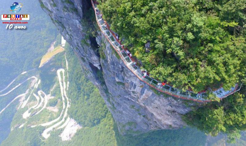 &nbspVidro trinca a mais de mil metros de altura no skywalk