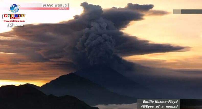 Vulcão Bali vomita fumaça pela segunda vez em uma semana