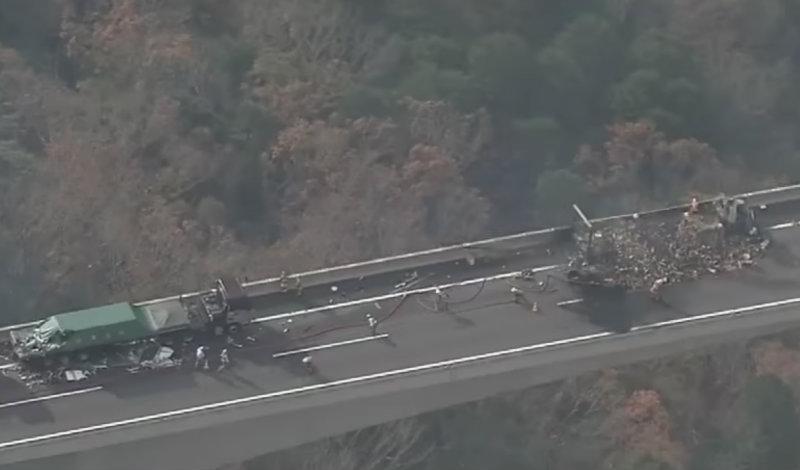 &nbspCaminhão vira cinzas no grave acidente na Shin Tomei