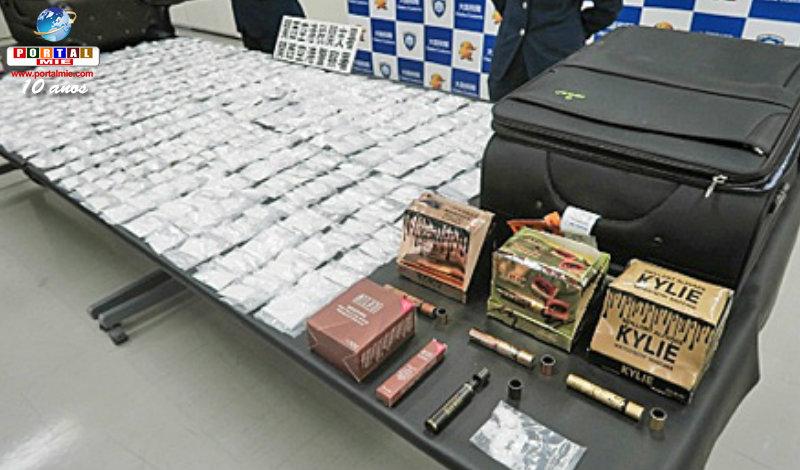 &nbspAmericana suspeita de supercontrabando de droga dentro do rímel