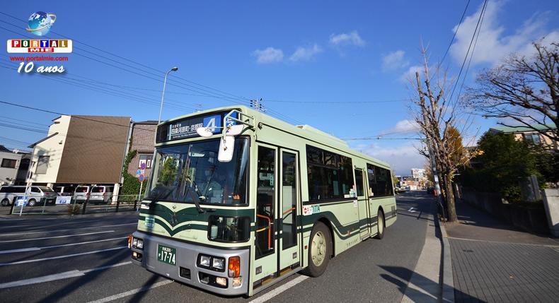 &nbspMotorista é demitido por não ajudar passageira que caiu dentro do ônibus