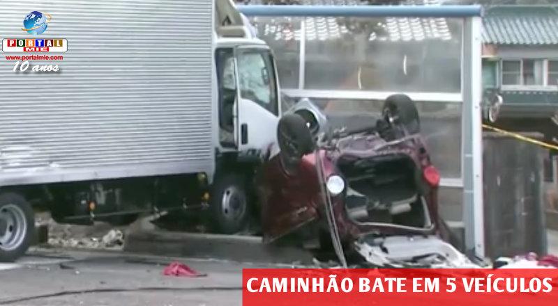 &nbspEngavetamento de 6 veículos na rodovia 1 provoca 6 feridos