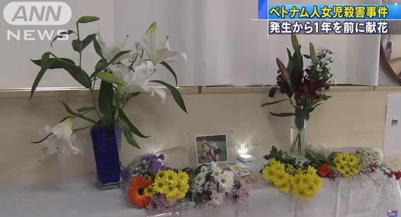 &nbspResidentes oferecem flores em lembrança à menina vietnamita assassinada