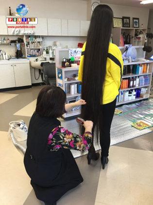 &nbspJaponesa entra para o Guinness como a adolescente com os cabelos mais longos do mundo
