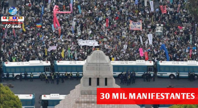 &nbsp30 mil pessoas pedem renúncia do Primeiro-Ministro do Japão