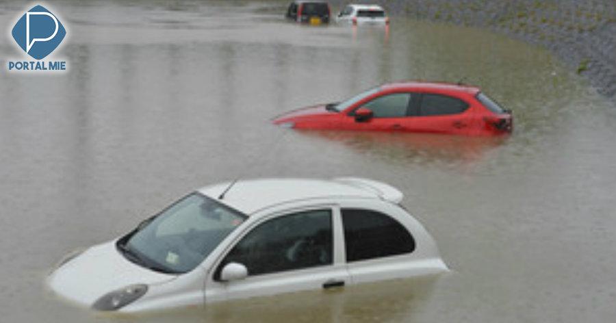 &nbspChuva em Aichi deixa 8 carros submersos