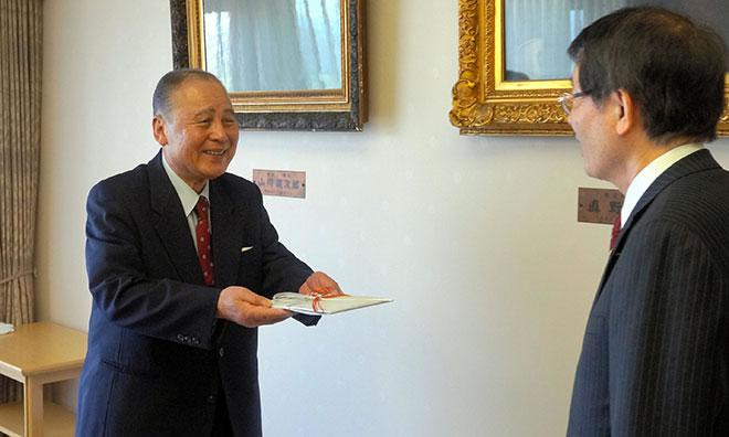 &nbspHomem que não pôde estudar quando jovem doa ¥516 milhões à universidade