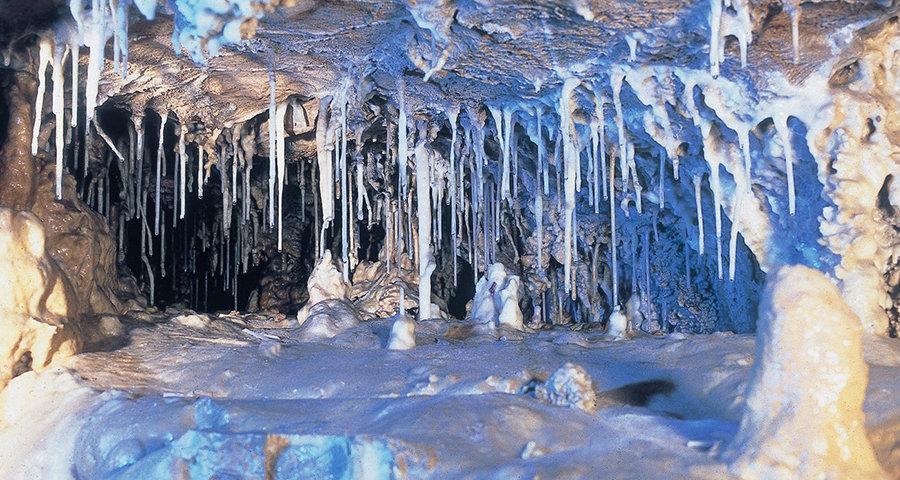 &nbspPasseio refrescante na caverna de 250 milhões de anos