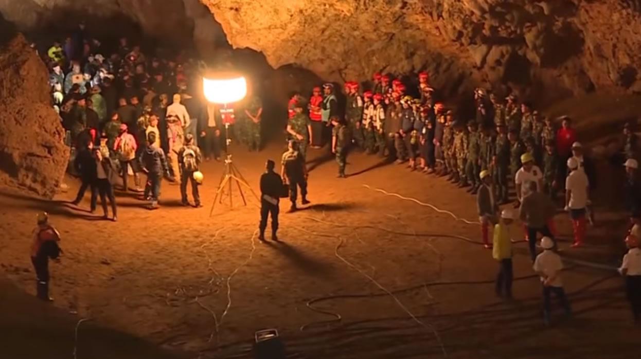 &nbspAvançam as buscas por 12 crianças desaparecidas em caverna na Tailândia