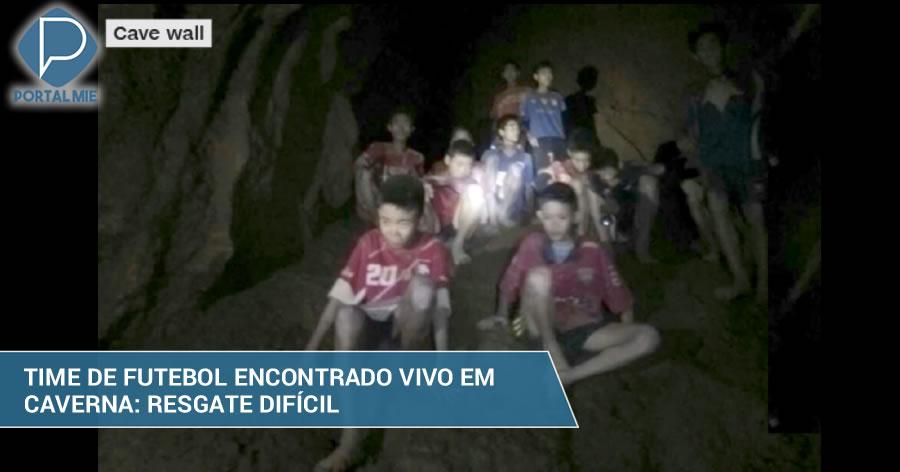 &nbspTime de futebol é encontrado vivo em caverna inundada, mas o resgate é difícil