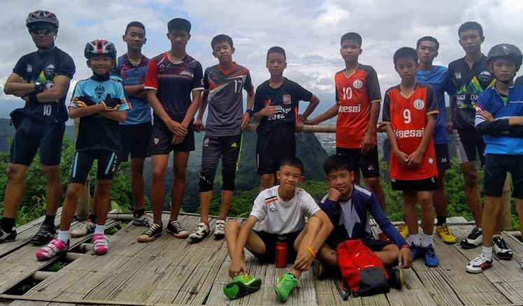 &nbspDoze garotos e técnico de futebol são encontrados vivos em caverna na Tailândia