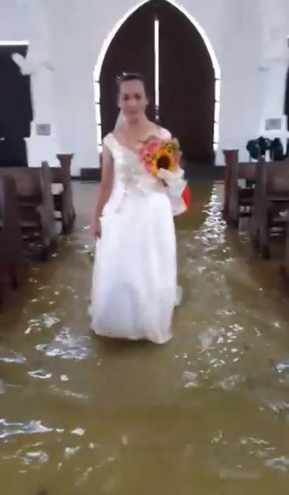 &nbspVídeo de casamento em igreja inundada viraliza