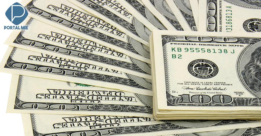 &nbspDólar atinge maior valor em dois anos e meio e chega a R$ 3,957