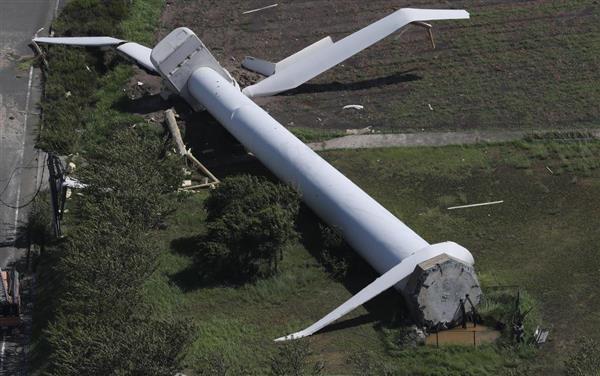 &nbspRajadas de vento tombam caminhões na ponte suspensa e derrubam torre eólica