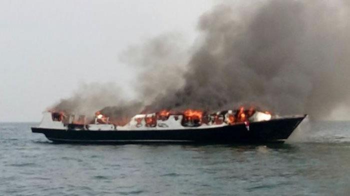 &nbspEmbarcação na Indonésia pega fogo com mais de 140 pessoas a bordo