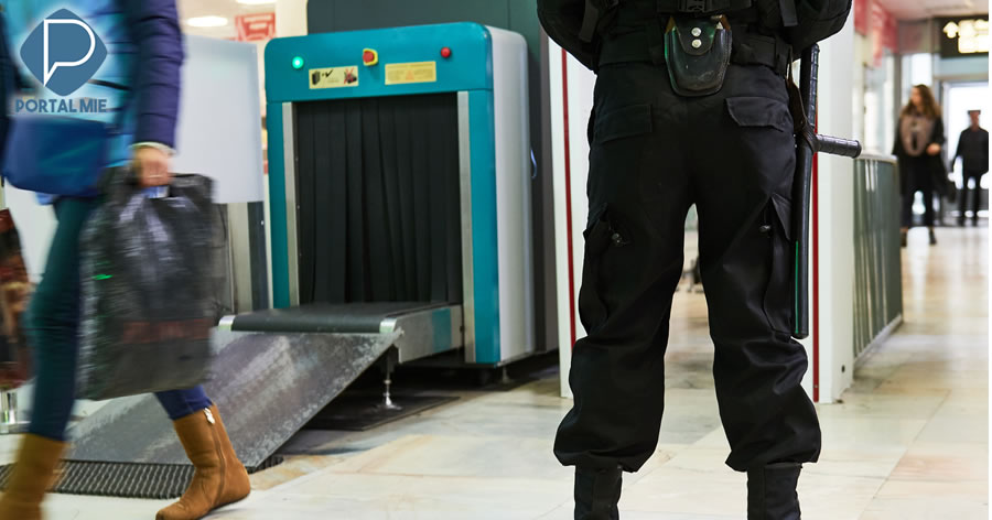 &nbspPoliciais de aeroportos na Índia são instruídos a 'sorrir menos'