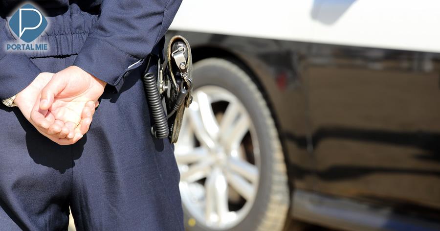 &nbspHomem pegou arma de policial 'para cometer suicídio'