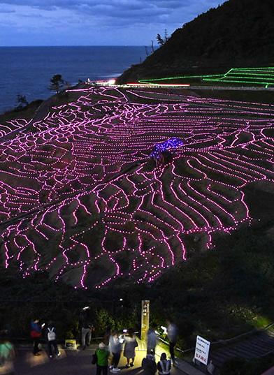 &nbspShow de luzes em famosos campos de arroz com vista do mar em Ishikawa