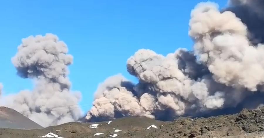 &nbspVulcão Etna entra em erupção em meio a dezenas de tremores na Itália