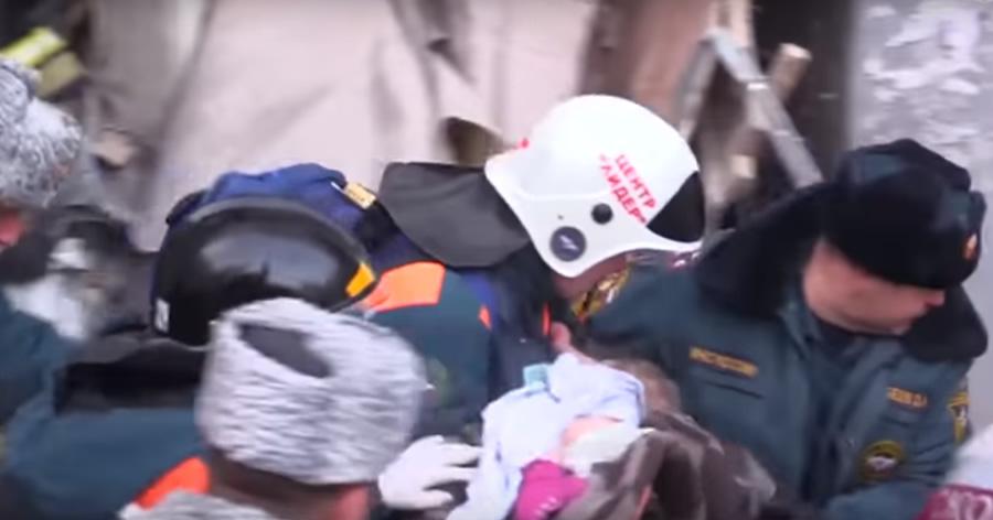 &nbspBebê é resgatado com vida de prédio destruído por explosão na Rússia