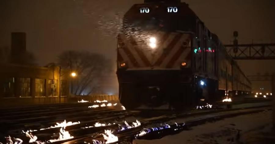 &nbspCompanhia de trem de Chicago coloca fogo nos trilhos por causa do frio extremo