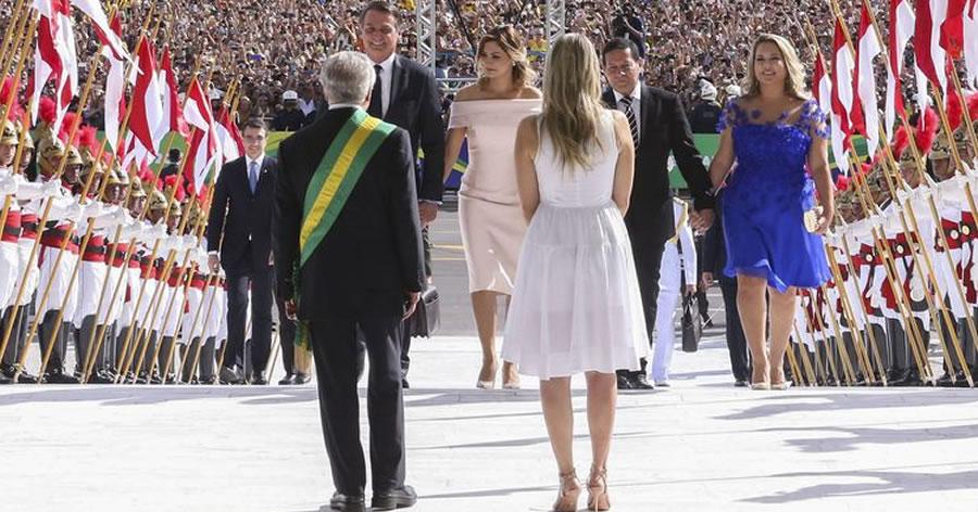 &nbspJair Bolsonaro toma posse como 38º presidente do Brasil