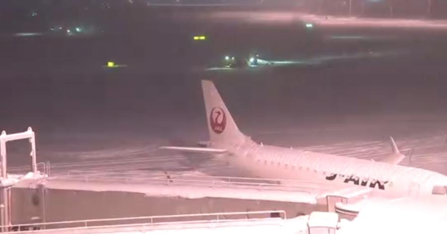 &nbspNeve continua provocando transtornos a passageiros em aeroporto de Hokkaido