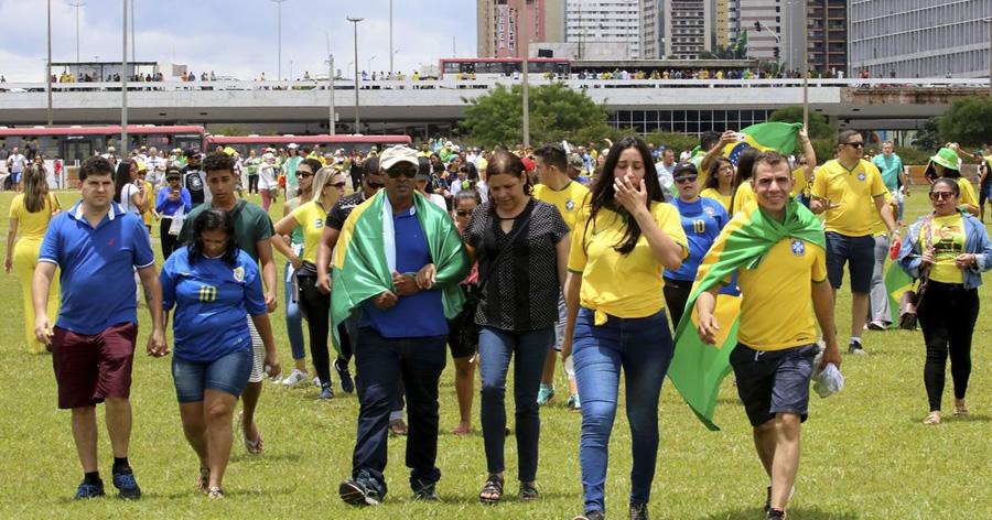 &nbspPúblico chega animado para acompanhar a posse de Bolsonaro