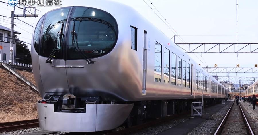 &nbspTrem expresso limitado com novo design entre estações em Tóquio e Saitama