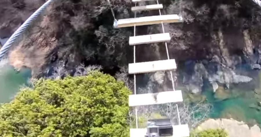 &nbspAdrenalina pura na ponte suspensa gigante